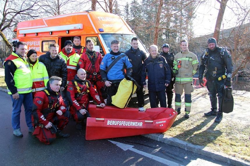 Feuerwehrreferent Stadtrat Christian Scheider begleitete die gemeinsame Übung von Berufsfeuerwehr Klagenfurt und der Wasserrettung am Lendkanal.